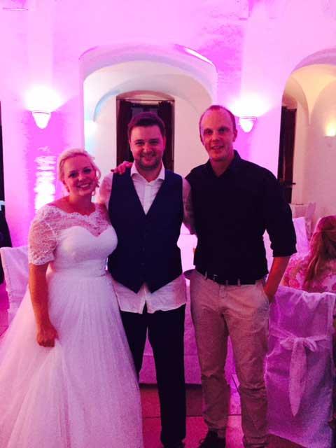Brautpaar mit DJ Mirko im Schloss Seefeld