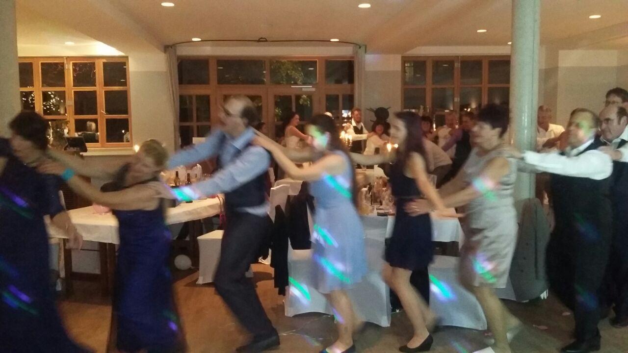 Polonäse während der Hochzeitsfeier