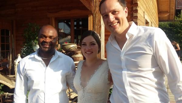 DJ Hochzeit Brautpaar happy glücklich